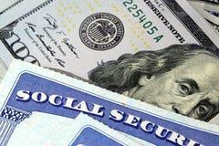 Sociale zekerheidkaart en de munt van de V.S. honderd dollarrekening Royalty-vrije Stock Afbeelding