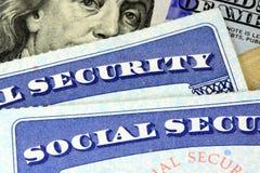 Sociale zekerheidkaart en de munt van de V.S. honderd dollarrekening Stock Afbeelding