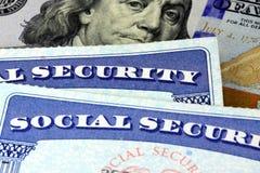 Sociale zekerheidkaart en de munt van de V.S. honderd dollarrekening Royalty-vrije Stock Foto