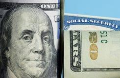 Socialförsäkringkort bak Benjamin Franklin på USA 100 dollar anmärkning Royaltyfri Fotografi