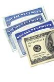 Socialförsäkringkort och kontanta pengar Fotografering för Bildbyråer