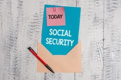 Socialf?rs?kring f?r textteckenvisning Begreppsmässig fotohjälp från tillståndet som visar med det otillräcklig eller inget inkom fotografering för bildbyråer