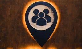 Sociality d'icône fait de bois avec la lumière Photographie stock