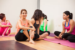Socializing after yoga class Royalty Free Stock Photos