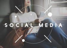 Socialt begrepp för internet för Digital kommunikation för massmedia Royaltyfri Foto
