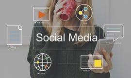 Socialt begrepp för massmedia för massmediapratstundblogg royaltyfria foton