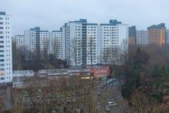 Socialt hus i marschområdet i berlin märkischesviertel, Tyskland arkivfoto