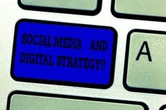 Socialt massmedia för ordhandstiltext och Digital strategi Affärsidé för online-marknadsföra multimedia som annonserar arkivbild