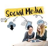 Socialt massmedia som knyter kontakt kommunikationsanslutningsbegrepp Royaltyfria Bilder
