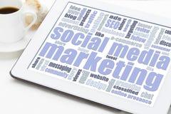 Socialt massmedia som marknadsför begrepp på den digitala minnestavlan Royaltyfria Bilder