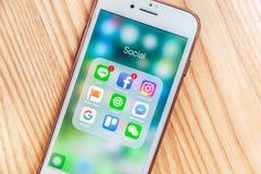Socialt nätverk Apps i Smartphone skärmcloseup Royaltyfri Fotografi