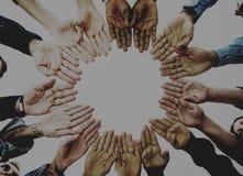 Sociedad diversa de las manos del eople de P junto Foto de archivo libre de regalías