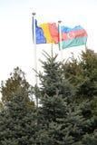 Sociedad y banderas en el viento Fotos de archivo