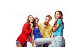 Società dei tipi dei pantaloni a vita bassa, del ragazzo rosso barbuto dei capelli e delle studentesse Immagini Stock