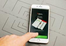 Societe generale, σε απευθείας σύνδεση τραπεζικές εργασίες, στο iPhone 7 συν το applicat Στοκ Εικόνες