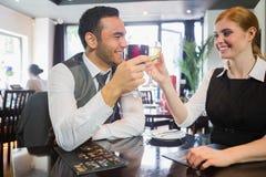 Socios comerciales felices que tintinean las copas de vino Fotos de archivo libres de regalías