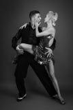 Socios de la danza en una actitud imágenes de archivo libres de regalías