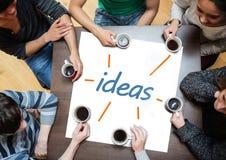 Socios que se inspiran sobre un cartel con las ideas escritas en él Imagen de archivo