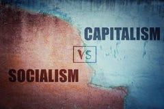 Socjalizm versus kapitalizm rozszczepiona betonowa ściana royalty ilustracja