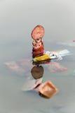 Socjalny zagadnienie, Hinduska bóg idolów immersja w wodzie (Ganesh Laxmi) Obrazy Royalty Free