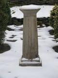 Sockel i snö arkivbilder