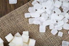 Socker i kuber och sockergodisar Arkivbilder