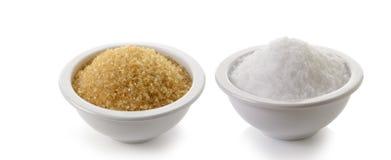 Socker och saltar på vit bakgrund Arkivbild