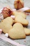 Sockerhjärtakakor med marshmallows Arkivfoton