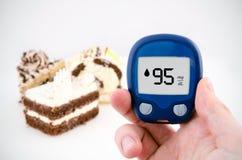 Sockersjuka som gör glukosnivåprovet. Fotografering för Bildbyråer