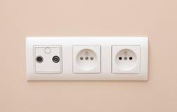 Socket eléctrico blanco en la pared Foto de archivo libre de regalías