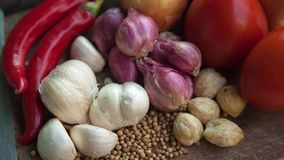 sockrar nuts kryddor för kanelbruna ingredienser för matlagningäggmjöl vanilj stock video