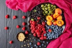 Soczysta owoc i jagody lata sałatka Zdjęcie Royalty Free