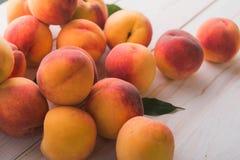 Soczyste i dojrzałe brzoskwini owoc Obrazy Stock