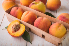 Soczyste i dojrzałe brzoskwini owoc Zdjęcie Stock