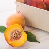 Soczyste i dojrzałe brzoskwini owoc Zdjęcia Stock