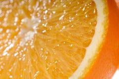Soczystego pomarańczowego plasterka prawdziwy zakończenie zdjęcia stock