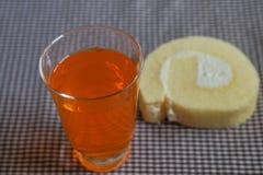 Soda arancio con il dolce vago della vaniglia immagine stock
