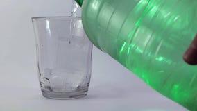 Soda de servicio de la persona en vidrio metrajes
