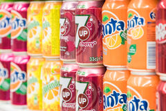 Soda-Getränke auf Supermarkt-Stand Lizenzfreies Stockfoto
