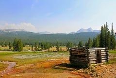Soda Skacze kabina, Tuolumne Meadwos, Yosemite park narodowy obrazy royalty free