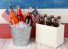 Soda-und Bier-patriotischer Hintergrund Lizenzfreie Stockfotos