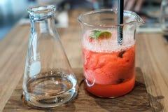 Sodavatten för smoothie för sommardrinkjordgubbe Fotografering för Bildbyråer