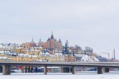 Sodermalm nordico ed il ponte a Riddarholmen nell'inverno Stoc Immagini Stock Libere da Diritti