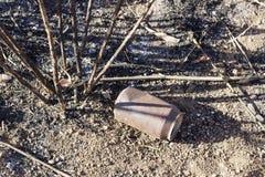 Sodowana puszka po pożaru lasu Środowiskowa degradacja Obraz Royalty Free