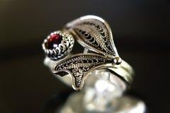 Soe a colar de prata da joia com a uma pérola, feito à mão Foto de Stock Royalty Free