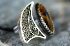 Soe a colar de prata da joia com a uma pedra de gema Fotografia de Stock Royalty Free