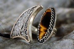 Soe a colar de prata da joia com a uma pedra de gema Foto de Stock