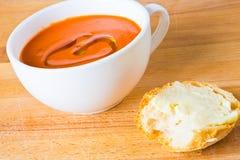 Soep en vers brood stock foto's