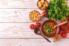 Soep Harira met fig. Ramadanvoedsel Traditionele Joodse keuken stock afbeeldingen