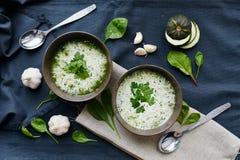 Soep met courgette en spinazie Royalty-vrije Stock Afbeeldingen